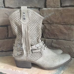 Coconuts by Matisse Perforated Slouch Boots